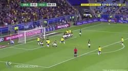 Enlace a GIF: El gol de Paulinho que adelantaba a Brasil en su partido contra Ecuador