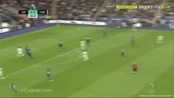 Enlace a Gran centro de Azpilicueta que remata Morata para poner el 0-1