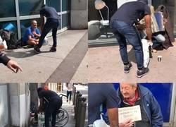 Enlace a Patrice Evra salió a las calles de Marsella a regalar comida a indigentes