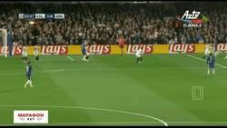 Enlace a GIF: Pedrito marcaba este autentico golazo que ponía el 1-0