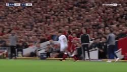 Enlace a GIF: Por esta acción fue expulsado Berizzo en Anfield