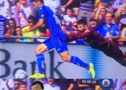 Enlace a Piqué pedía chops tras lanzarse a por el jugador del Getafe