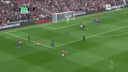 Enlace a GIF: Golaaazooo de Valencia que pone el 1-0