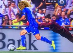 Enlace a Piqué haciendo su último intento con Shakira