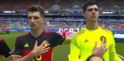 Enlace a El extraño gesto de Courtois que hace siempre en el himno cuando juega con Bélgica