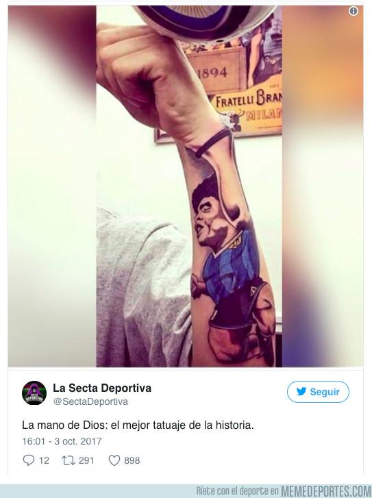 1002442 - El brutal tatuaje de La Mano de Dios totalmente integrado en un brazo