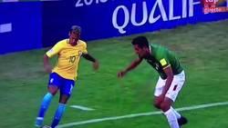 Enlace a El tremendo caño de Neymar a Bolivia + Al suelo directamente