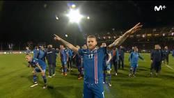 Enlace a Como en la Eurocopa, Islandia celebró la victoria con la afición de forma épica