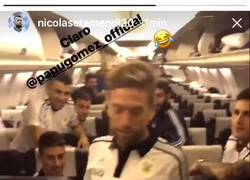 Enlace a En el avión argentino se baila como el Papu