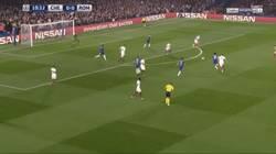 Enlace a GIF: Tremendo golazo de David Luiz que ponía el 1-0