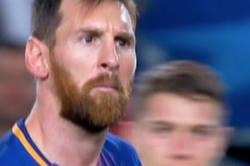 Enlace a El sospechoso objeto que se mete Messi en pleno partido contra el Olympiakos
