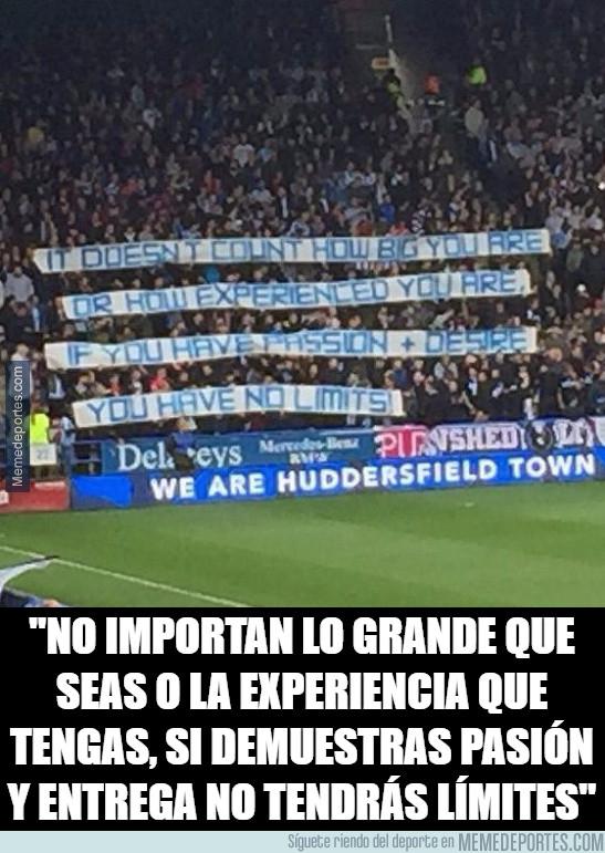 1004817 - El mensaje de los aficionados del Huddersfield Town en su victoria sobre el United
