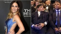 Enlace a La reacción de Maradona y Ronaldo cuando pasó la presentadora delante de ellos