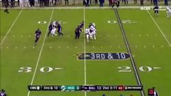Enlace a El espeluznante placaje que desencadenó una pelea en la NFL