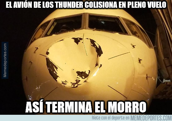 1005654 - El avión de los Thunder colisiona en pleno vuelo y así queda el morro
