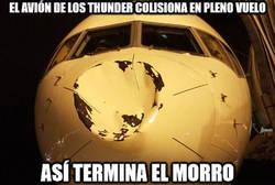Enlace a El avión de los Thunder colisiona en pleno vuelo y así queda el morro