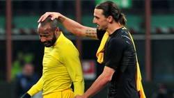 Enlace a A Zlatan le preguntaron por qué no estaba en un mural del Manchester United. Y así contestó