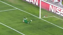 Enlace a GIF: Banegaaaa golazo del Argentino que daba aire al Sevilla