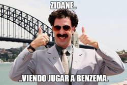 Enlace a Zidane viendo jugar a benzema