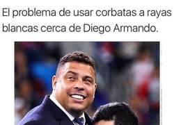 Enlace a Maradona se pasa de la raya