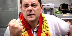 Enlace a Tomás Roncero carga contra la camiseta 'republicana' de la selección española y se echa Twitter encima