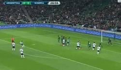 Enlace a GIF: El golazo de tiro libre de Banega en el Argentina vs Nigeria