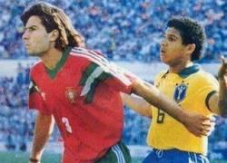 Enlace a Hoy en fotos históricas, Luis Figo y Roberto Carlos durante la final del mundial juvenil de 1991