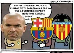 Enlace a Como siempre Zidane acordándose en sus declaraciones de su eterno rival, del Barça, cuando el Valencia también está en la pelea por la liga y ni lo nombra...