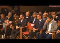 Enlace a Lo mejor de la gala: El divertido duelo de Muecas entre Thiago Messi y Luis Suárez