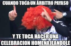 Enlace a El linier perdona un gol dentro y el árbitro un penalti...