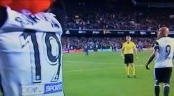 Enlace a El árbitro Iglesias Villanueva se arrepiente a último minuto de sacar la amarilla por la peluca a Rodrigo