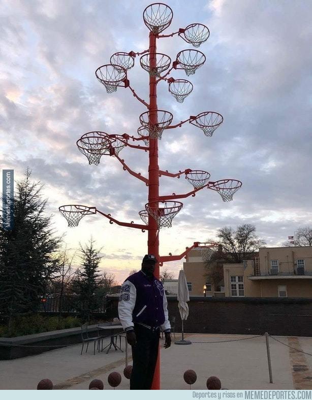 1009358 - Shaquille O'Neal tiene un árbol con todas las canastas que ha roto a lo largo de su carrera