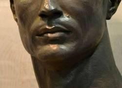 Enlace a Se han pasado con el cuello del nuevo busto de Cristiano, por @MDPilar6