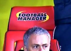 Enlace a La loca reacción de Mourinho al gol de falta de Ashley Young