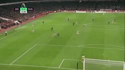 Enlace a GIF: Menuda calidad de Martial que le dejó el gol en bandeja a Lingard