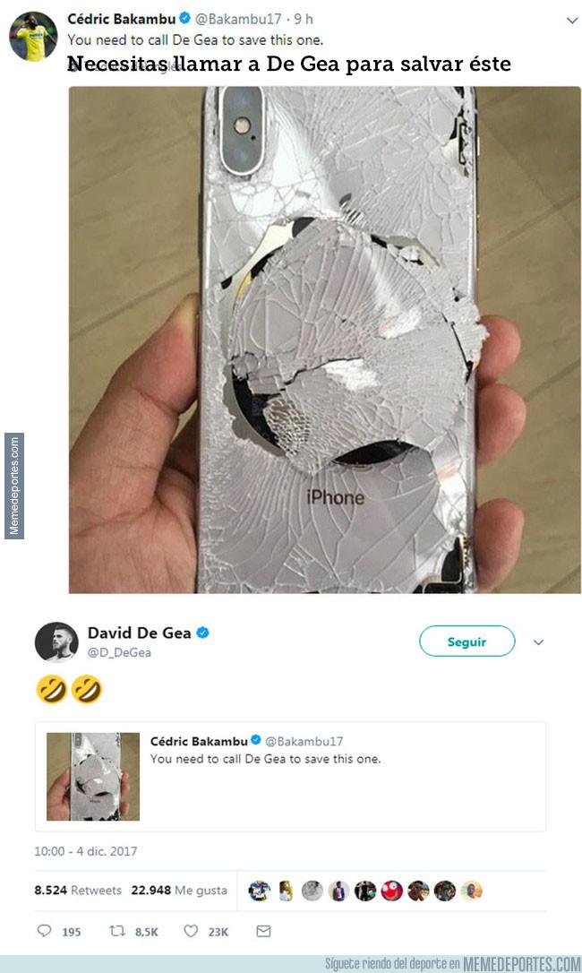 1010450 - Bakambu rompe su iPhone X y pide asistencia a un profesional