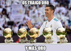 Enlace a Cristiano presenta sus balones de oro en el Bernabéu
