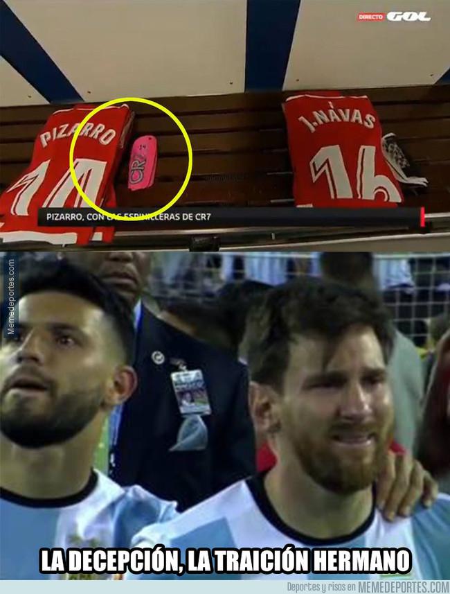 1011057 - Así ha saltado a jugar Pizarro, compañero de Messi en la selección, al Bernabéu