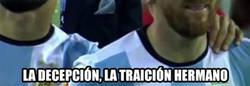 Enlace a Así ha saltado a jugar Pizarro, compañero de Messi en la selección, al Bernabéu