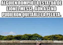 Enlace a Simplemente Messi, siempre pegado al pie