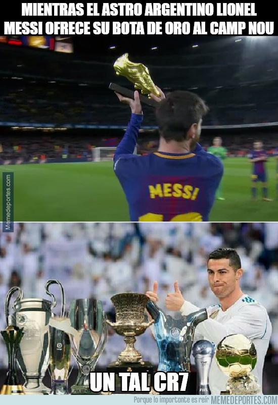 1012399 - Messi y Cristiano mostrando sus logros del 2017