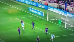 Enlace a La jugada del gol de Luis Suárez recuerda al viejo Pep Team con un Iniesta sobresaliente