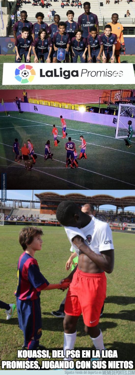 1014388 - Todo el mundo está alucinando con Kouassi, el jugador del PSG U12 que es más enorme que el árbitro
