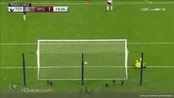 Enlace a El Tottenham - West Ham dejó golazos como este de Pedro Obiang