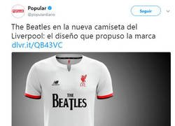 Enlace a La marca que viste al Liverpool propuso una camiseta con The Beatles