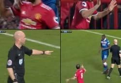 Enlace a Juan Mata cae en el área y antes de que le recriminen, se levanta y pide disculpas
