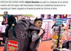 Enlace a Alexis sale jodido del Arsenal