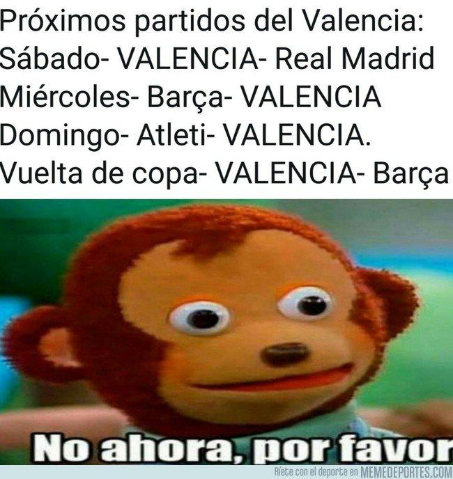1018448 - Valencianistas viendo los próximos partidos de su equipo