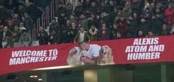 Enlace a En Old Trafford le dan la bienvenida a Alexis... y a sus perros