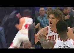 Enlace a Uno de los gemelos más famosos en la NBA arroja una silla contra la pared tras ser expulsado
